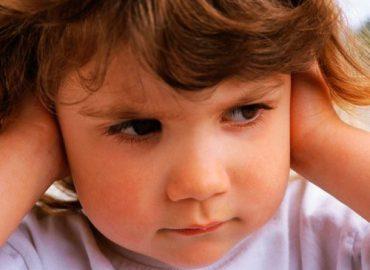 Ребенок с тугоухостью